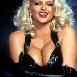 Anna Nicole Smith Net Worth and Know her income sources, career, earlylife, cause of death