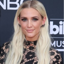 Ashlee Simpson Net Worth|Wiki: Know her earnings, Career, Songs, Movies, Age, Husband, Kids