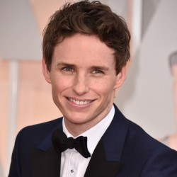 Eddie Redmayne Net Worth| Wiki,Bio: Know his earnings, movies, awards, wife, age, height, son