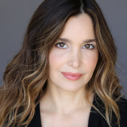 Gina Philips Net Worth: Know her earnings, movies, tv shows, husband,age, imdb, height