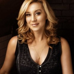Kellie Pickler Net Worth | Wiki, Earnings, Salary, Songs, Albums, Movies, Tv Shows, Husband, Age