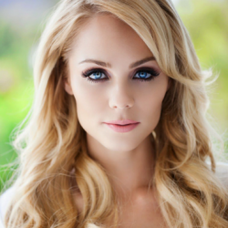 Laura Vandervoort Net Worth | Wiki: Know her earnings, movies, tvShows, age, husband