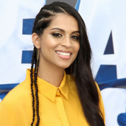 Lilly Singh Net Worth-Know her earnings,youtube,instagram,book, boyfriend, parents, movies