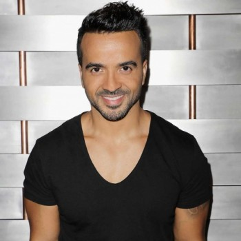 Luis Fonsi Net Worth : Know his earnings,songs,albums,age, relationship,wife