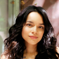 Norah Jones Net Worth-Know her songs,earnings,awards,albums, career, parents, husband