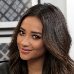 Shay Mitchell Net Worth: Know her salary,incomes,career,movies, instagram, YouTube