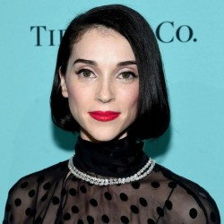 St. Vincent Net Worth|Wiki: A Singer & songwriter, her earnings, songs, albums, partner, tour