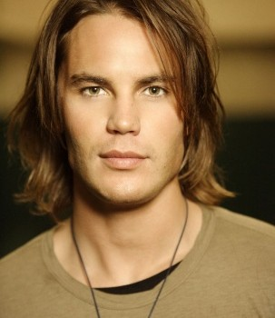 Taylor Kitsch Net Worth and Know his income source, career, affairs, social profile