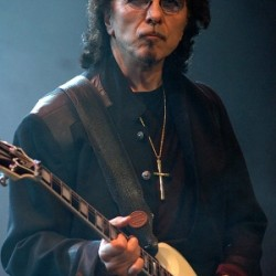 Tony Iommi Net Worth|Wiki: A English guitarist, his earnings, Career, Bands, Albums, Age, Wife, kid
